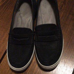 Black Aerosoles boat shoes